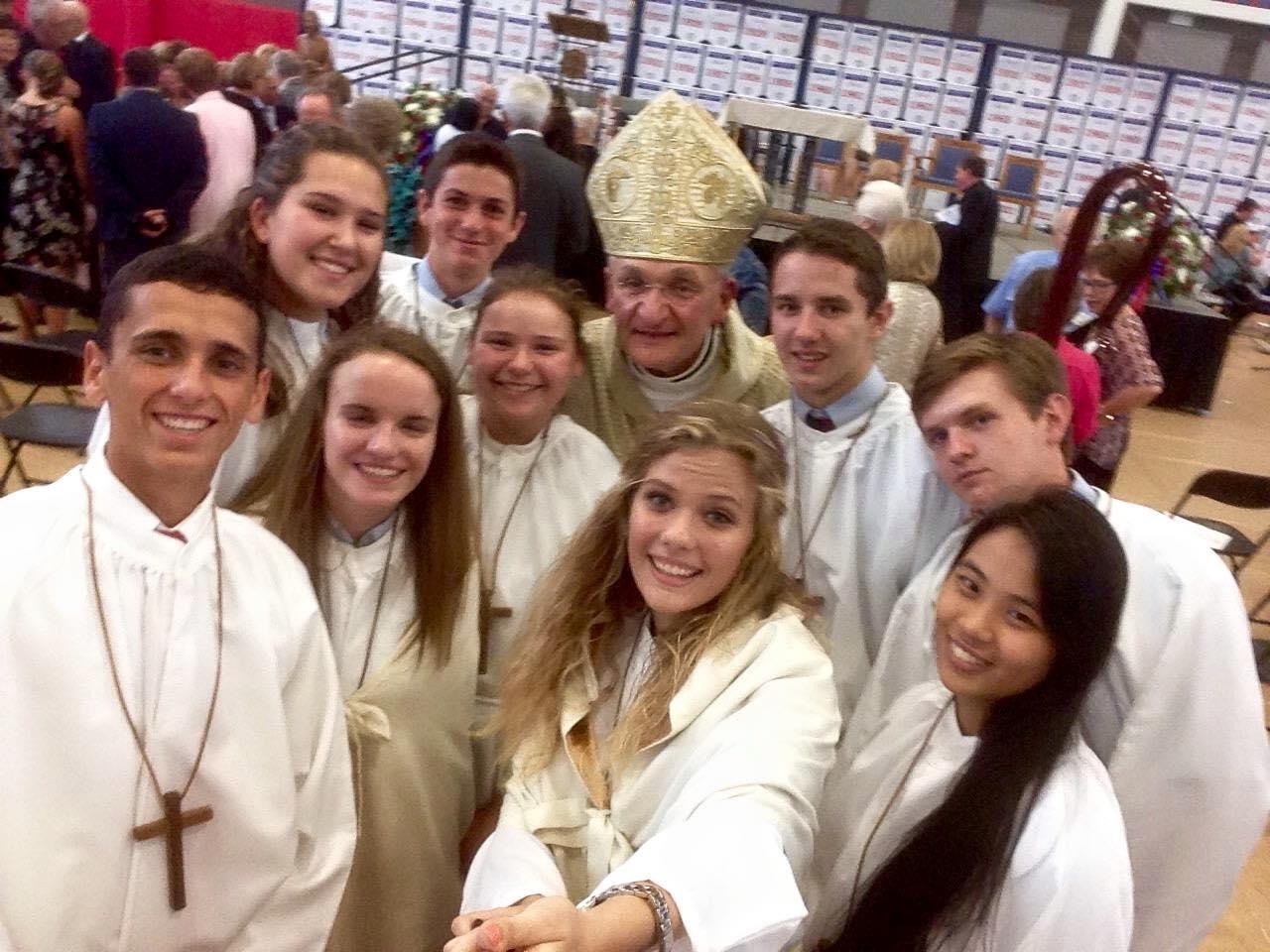 sjhs-altar-servers-selfie-091315